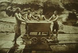 Ouvriers rwandais dans une mine en 1920-wikipedia.org